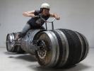 Мотоцикл из винных бочек (5 фото)